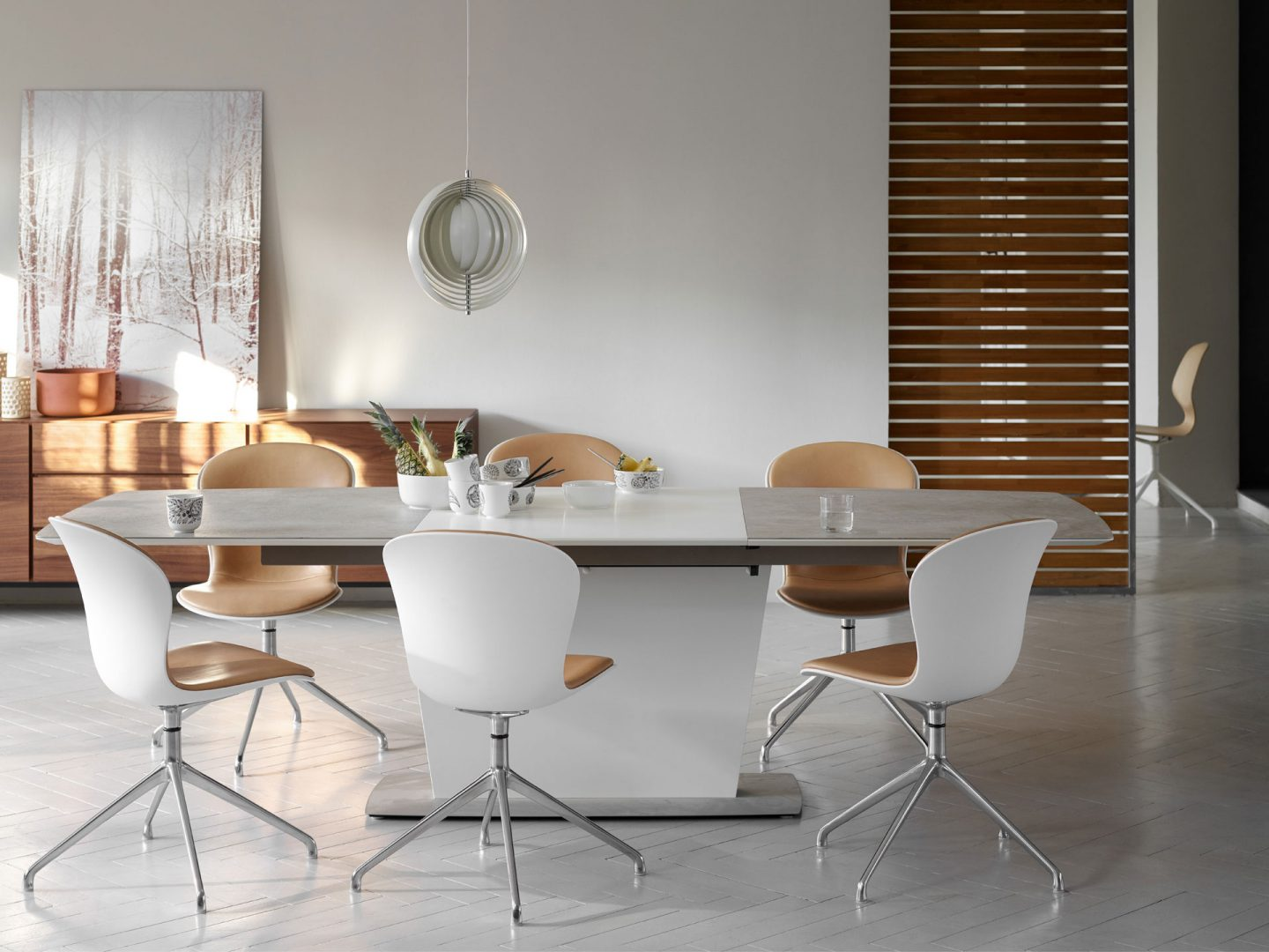Milano dining table in ceramic top by BoConcept