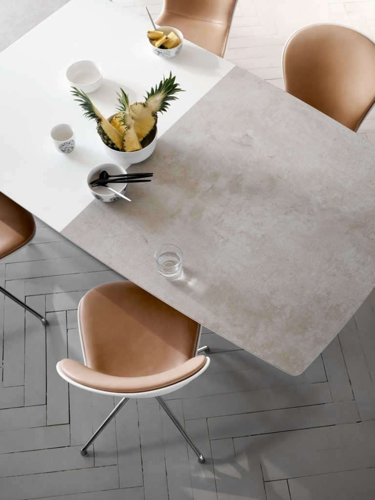 Milano extendable table in ceramic top by BoConcept 2