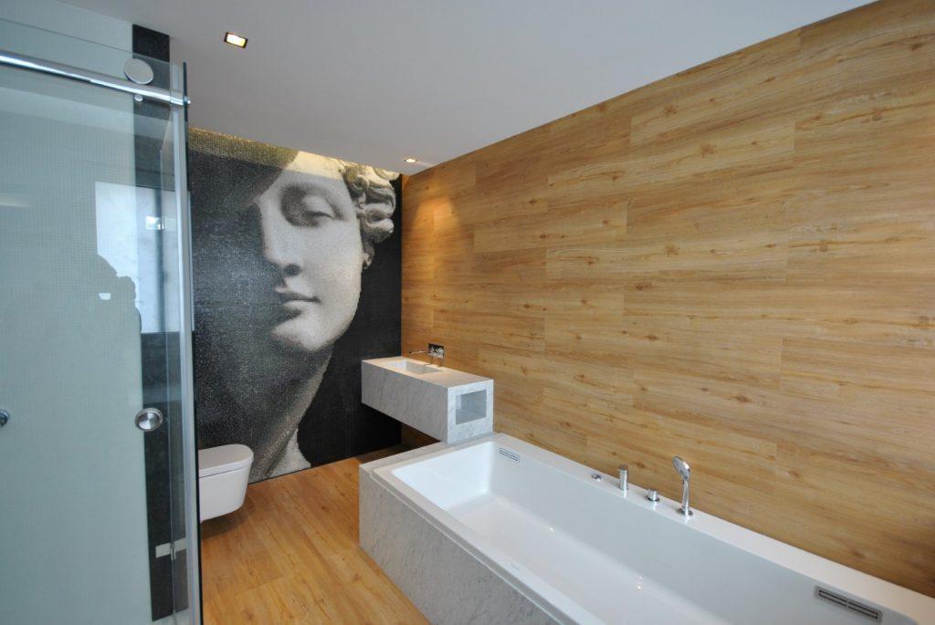 Bathroom cladding in vinyl