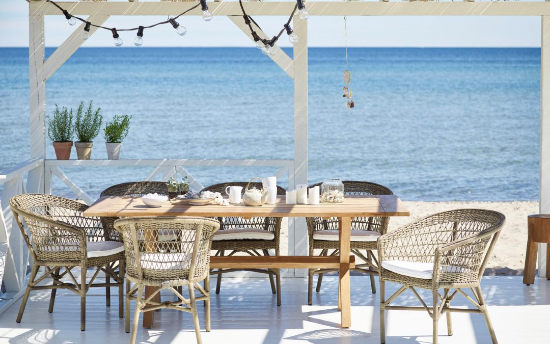 Colonial outdoor furniture