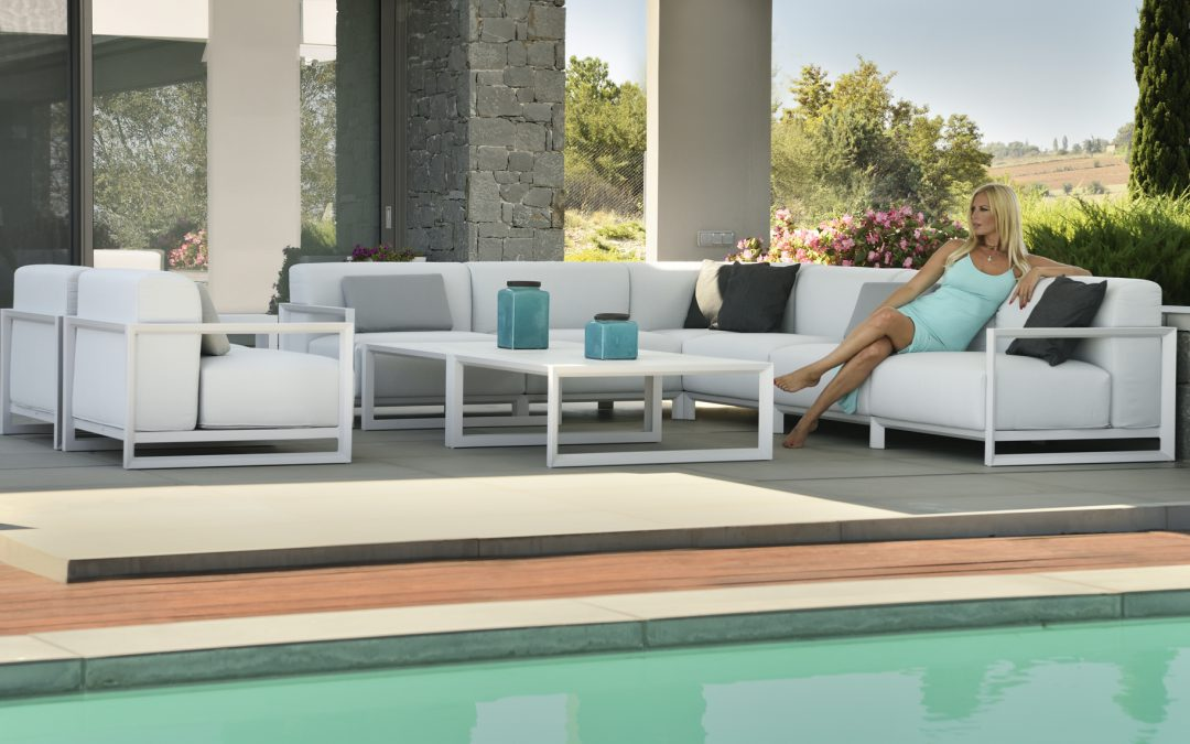 6-place white sofa for outdoor use