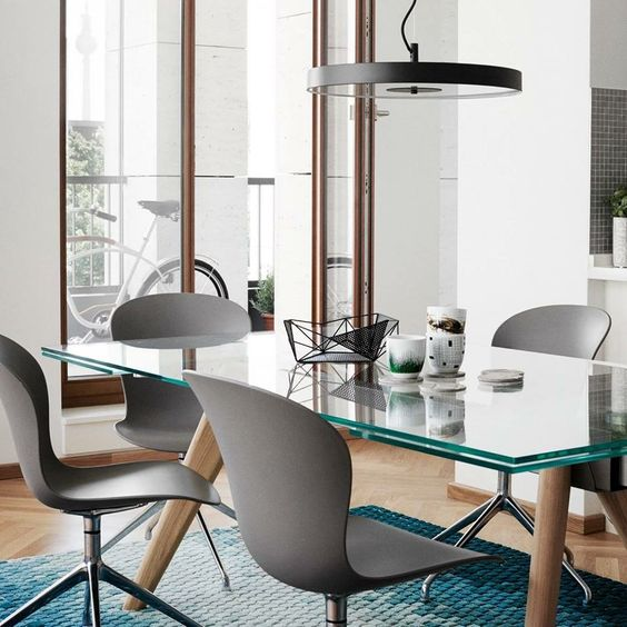 Monza extendable dining table by BoConcept