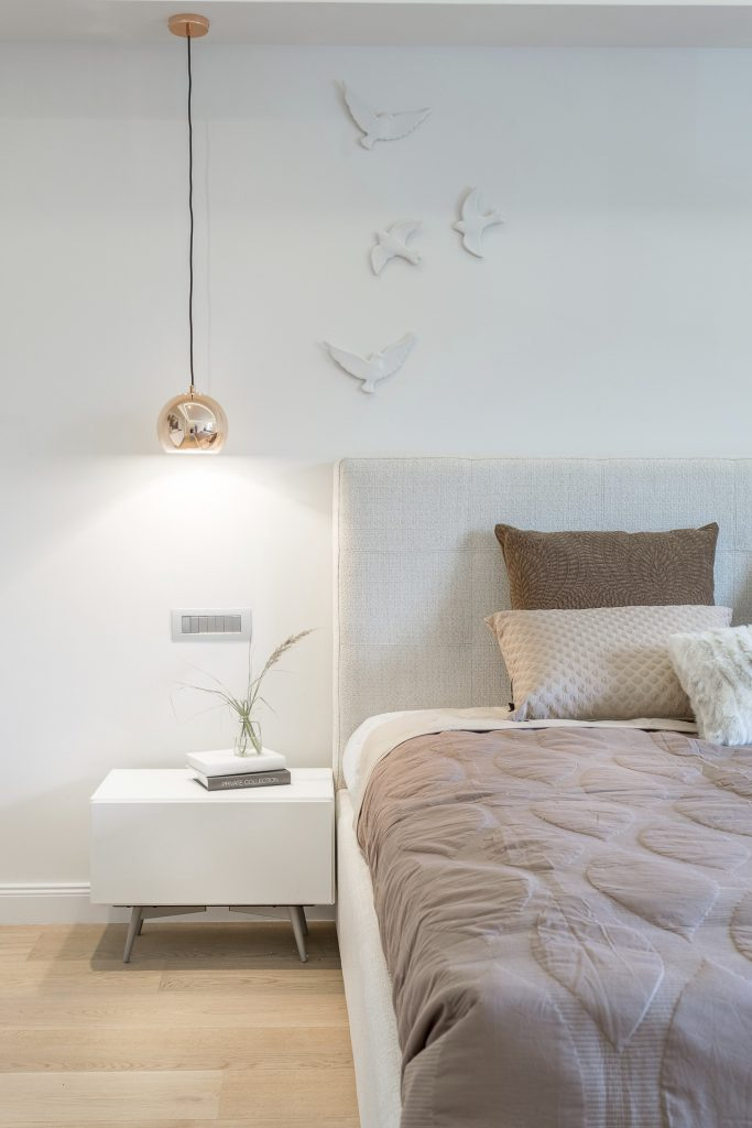Mezzo bed by BoConcept with Ball pendent creating soft lighting