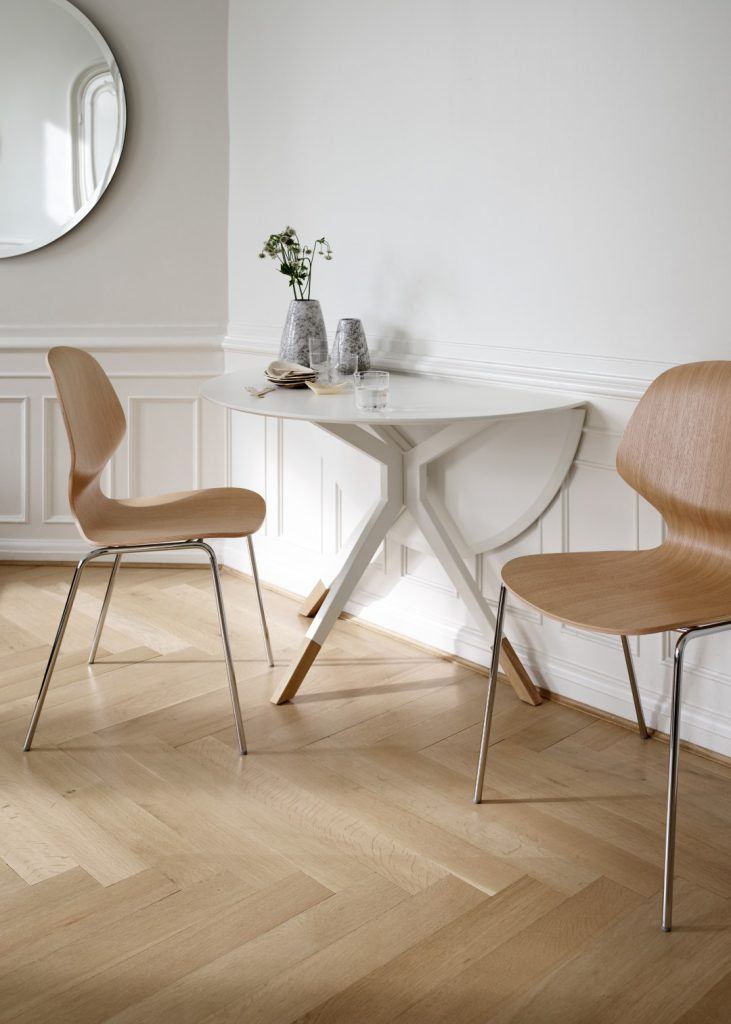 Billund collapsible dining table and Aarhus chairs by BoConcept