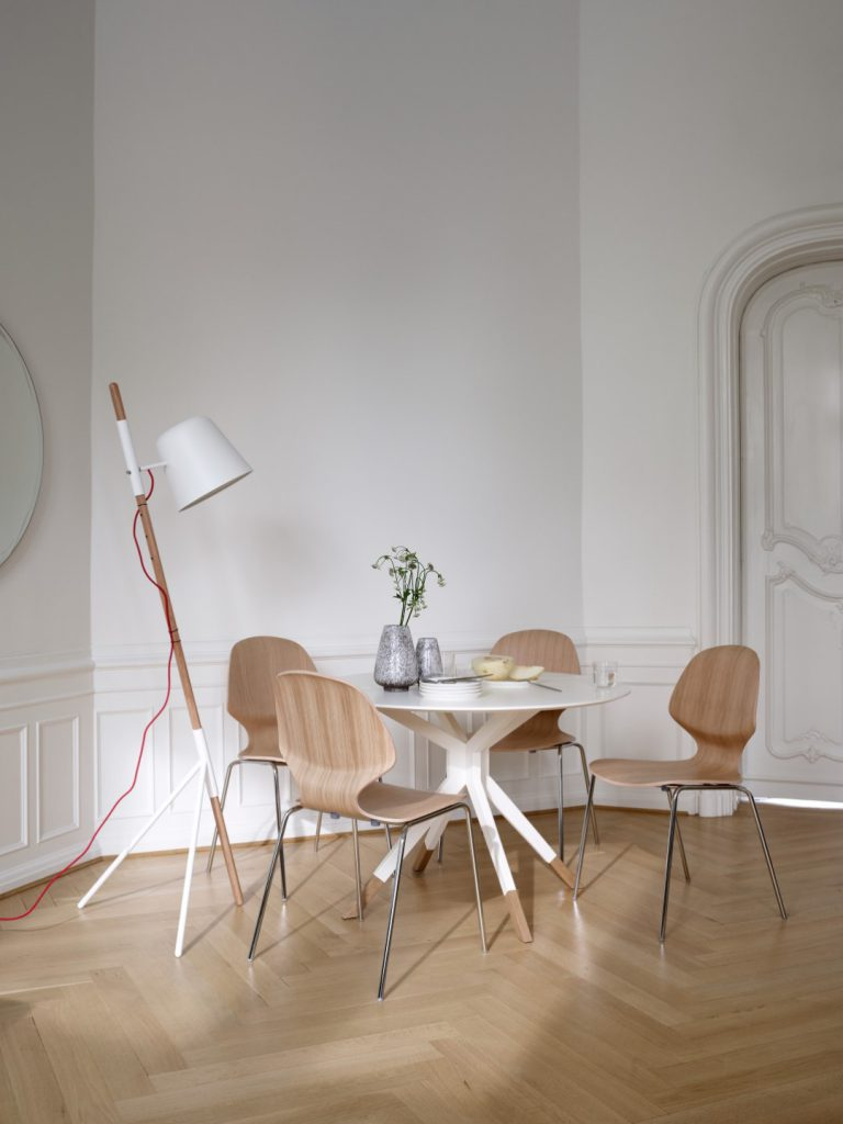 Billund dining table, Aarhus chairs and Outrigger floor lamp by BoConcept